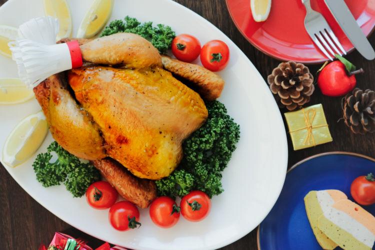 【獣医師監修】犬が毎日、鶏肉(生)を食べても大丈夫?骨付き肉は?アレルギーに注意!