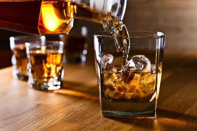 犬に与えてはダメ!危険なアルコール(お酒)の種類⑥「ウイスキー」