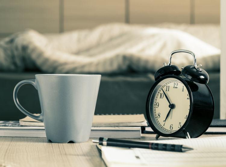 お茶を誤飲した時の対処法①【時間を伝える】