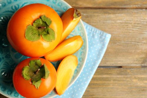 【獣医師監修】犬が柿を食べても大丈夫?柿の「種」は絶対に与えてはダメ!渋柿や適量は?