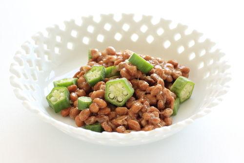 簡単うどんレシピ②「納豆・オクラ・豚肉」のさっぱり冷やしうどん