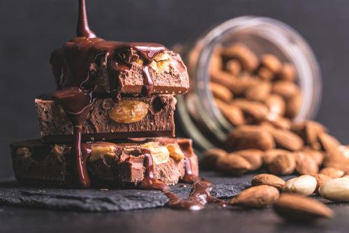 愛犬に「アーモンドチョコレート」や「カカオ」を食べさせてはダメ!