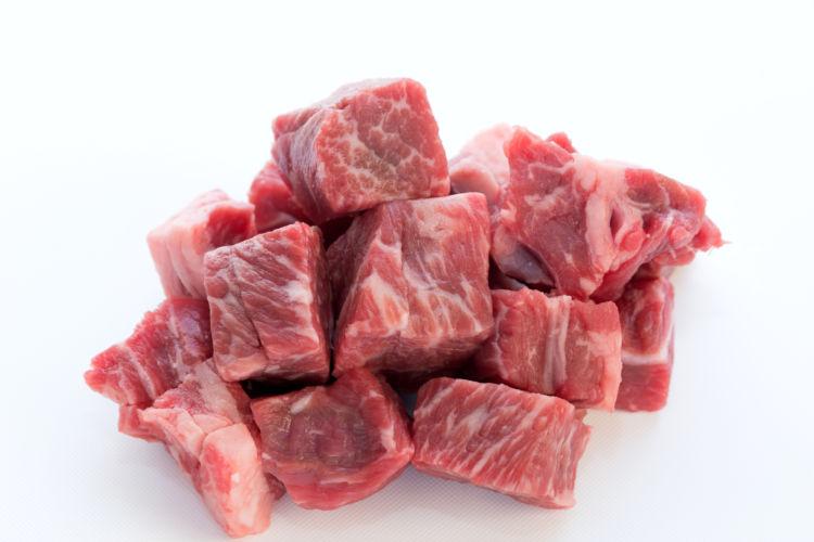 犬に与える生肉の種類① 「牛肉」「鶏肉」