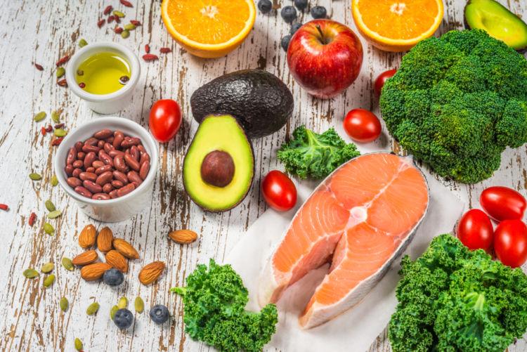 【獣医師監修】犬にとって安全な「豆・野菜・魚介類」の原材料とは?栄養学のプロが飼い主の不安を解消!