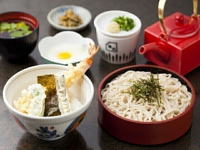 【昼】ホールスタッフ(そば茶屋 華元 飛脚亭 イオンスタイル笹丘店)