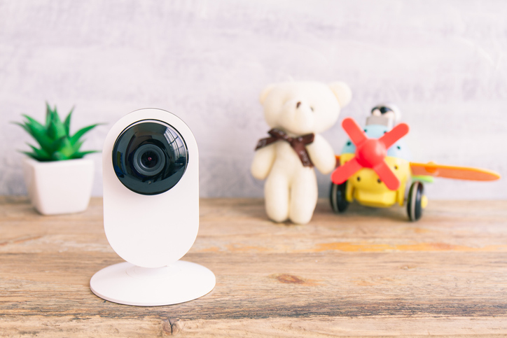 子どもの留守番時のセキュリティ対策。防犯カメラなどのグッズや利用したサービス