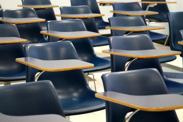 小学校の入学前説明会はいつ頃か。説明会の時期や内容と出席時の下の子の預け先