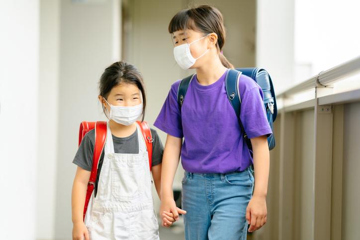新型コロナウイルスでの休校や休園に備えよう。子どもの預け先の種類や探し方
