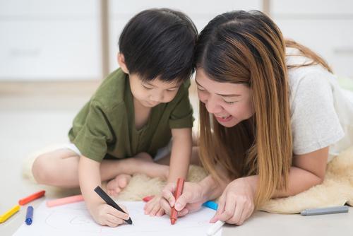 子どものお絵かきに見本を用意するか。用意する場合の見本の選び方
