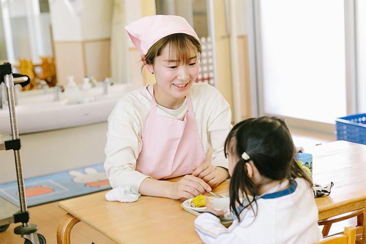 担当職員が子どもたちの家族との連携を図る