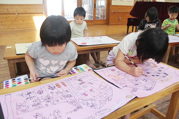 描画で子どもの心を理解し、寄り添います。