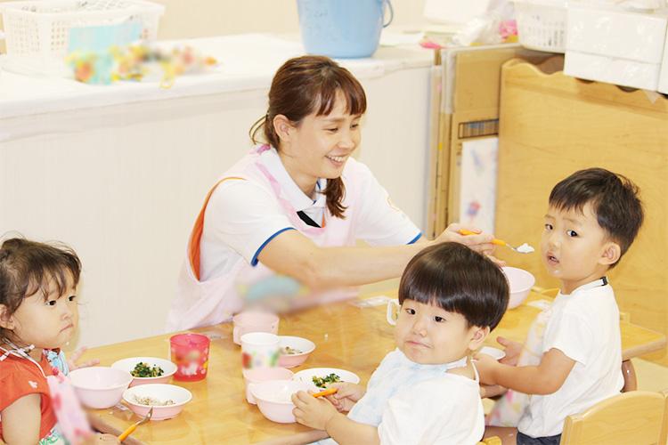 乳児期は特に自己肯定感を育む保育を大切に