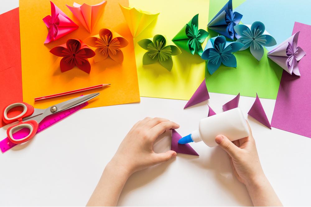 折り紙や画用紙で簡単に手作りできるプレゼント例と作り方