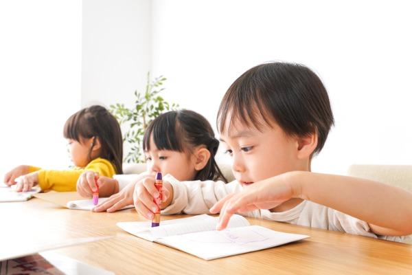 認定こども園と保育園幼稚園の教育時間保育時間等休暇規定の違い