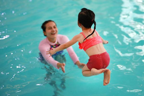 保育士の水着は保育園プール遊び水遊びの服装と注意点