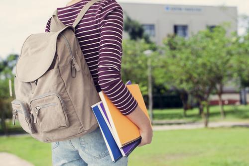 女子大学生のリュックの選び方。大きさや機能性、相場などを紹介