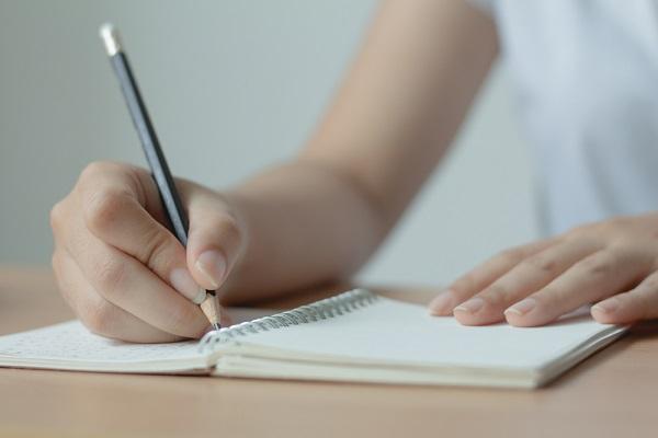 保育実習の日誌を記録するときのポイント。気づきやまとめの書く内容や例文