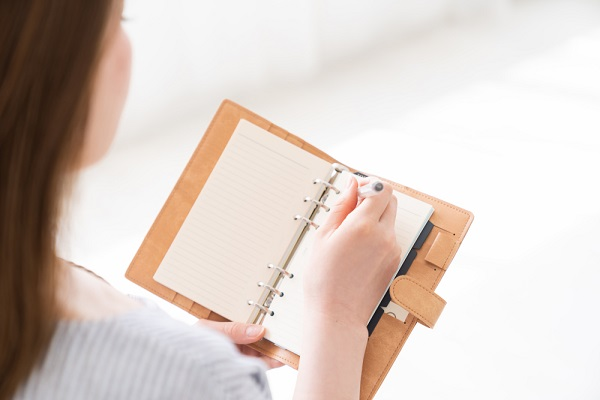 保育士が使いやすい手帳はどのようなもの?手帳の選び方や書き方のポイント