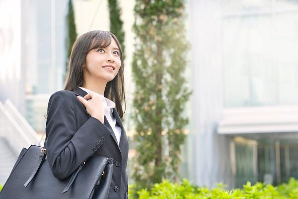 保育実習の通勤時の服装について。スーツや私服を着ていく際のポイントや注意点