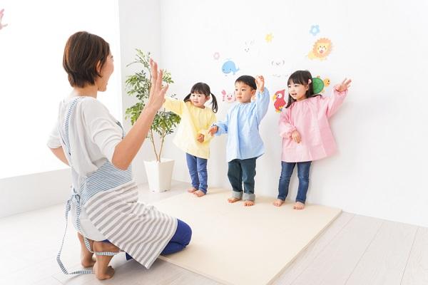 踊る先生と子ども