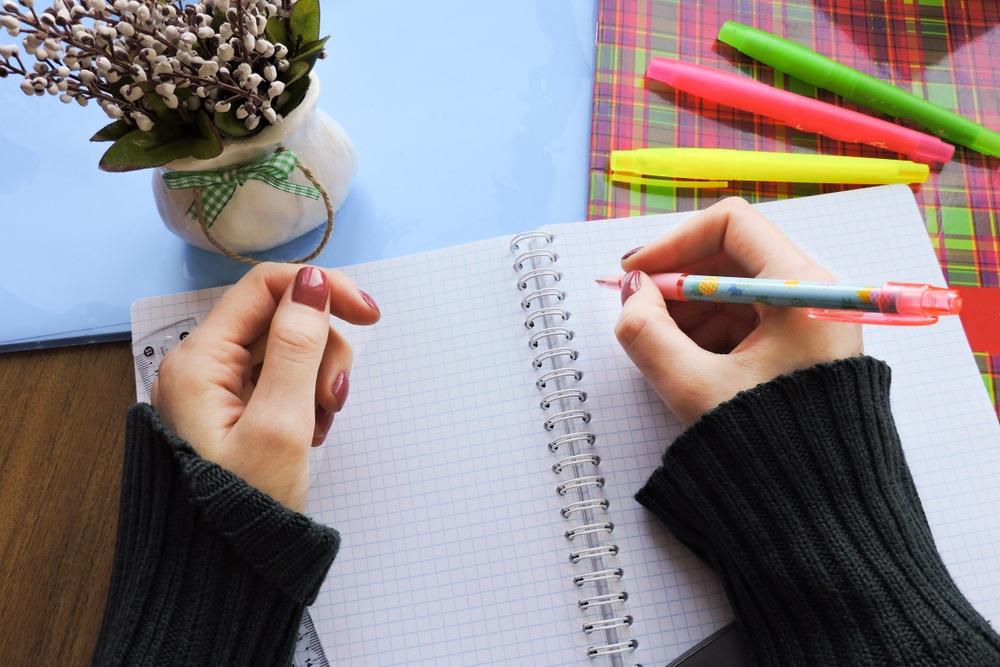 保育士の履歴書の書き方。封筒の宛名や添え状の書き方まで解説【保育士の就活ガイド】