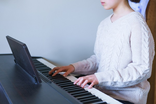 一人暮らしの保育士はどんなピアノで練習しているの?おすすめの種類と使う時の注意点