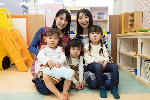 2人の先生と子どもたち
