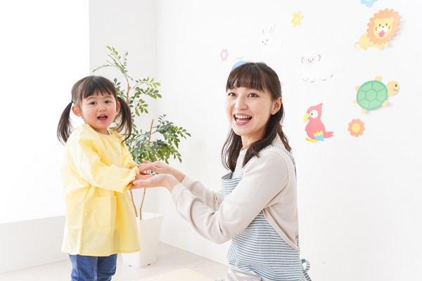 保育実習に活かせる幼児向けのふれあい遊び。幼児同士や親子でも遊べる手遊び歌など