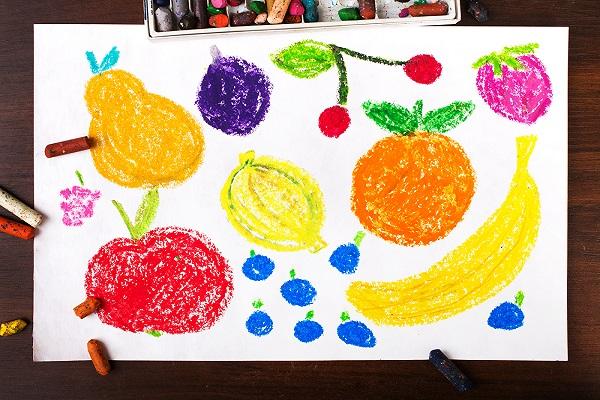 クレヨンで書かれたフルーツの絵