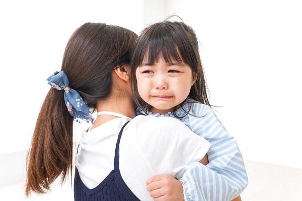 泣いている女の子の画像