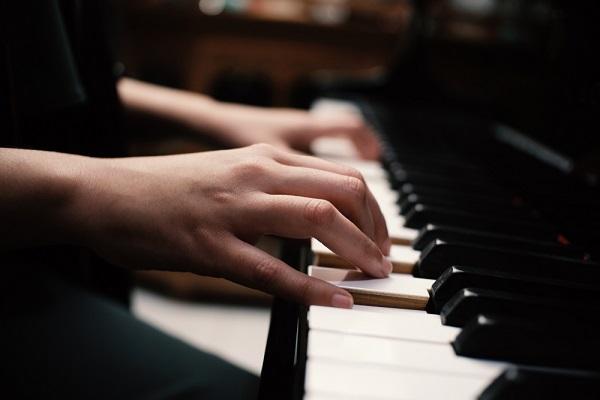 保育士の実技試験とは。造形やピアノ、言語表現の内容や対策