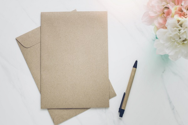 封筒とペン