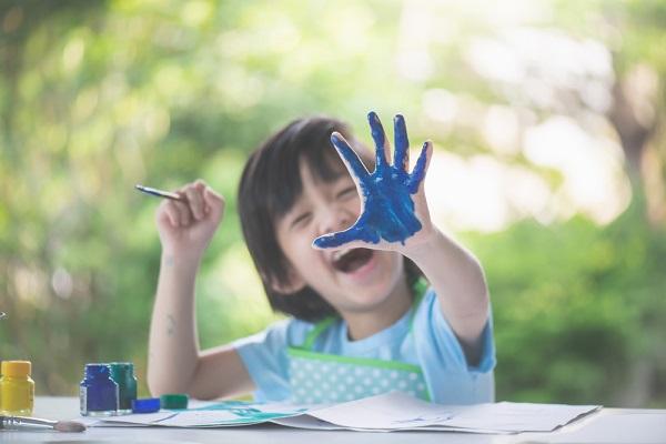 身近な素材で楽しめるスタンプ遊びのアイデア9選!ねらいと手作りするときのポイント