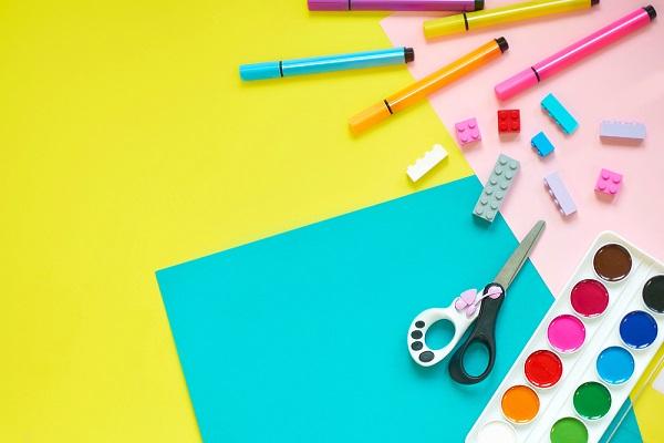 画用紙や色ペンなど