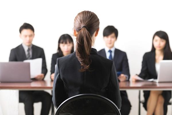面接の「椅子の座り方」で印象アップ!