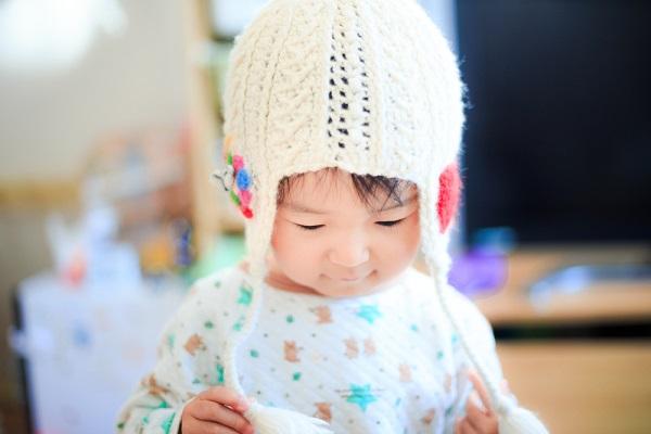 ニット帽をかぶっている子ども