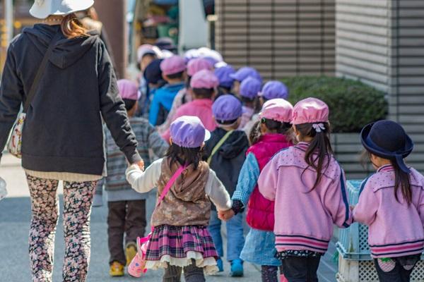 保育園の5月のおたよりの文例。時候の挨拶や子どもの様子、お知らせの書き方