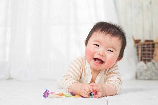 0歳児の赤ちゃんの写真