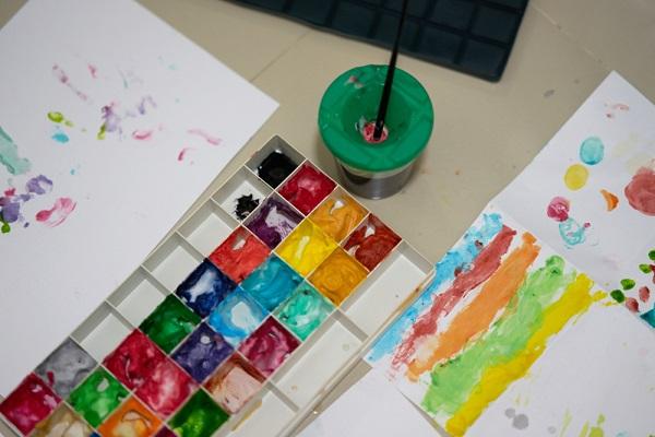 手形、絵の具の様子
