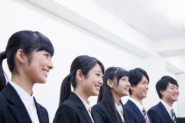ビジネスマナーにおける挨拶とは。基本やお辞儀の仕方、上司など相手別の対応