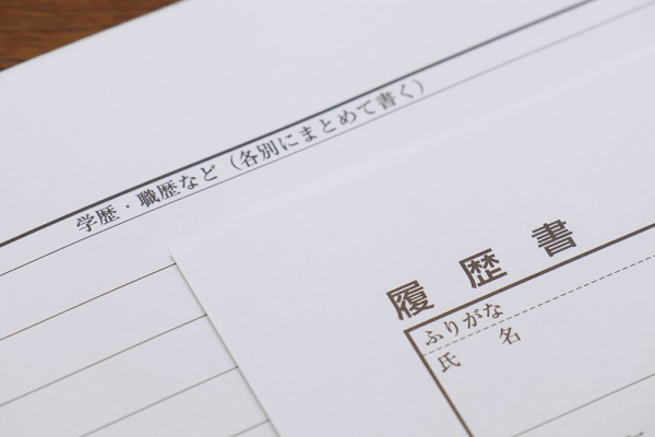 履歴書は手書きとパソコンどちらがよい?新卒に役立つ、作成のポイントや併用可能かについて