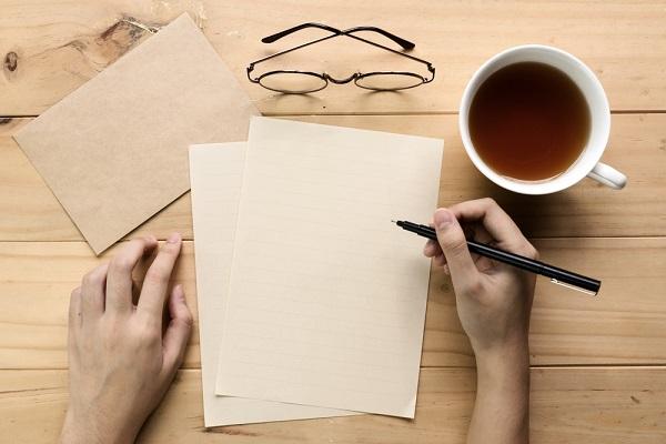 手紙を書く手