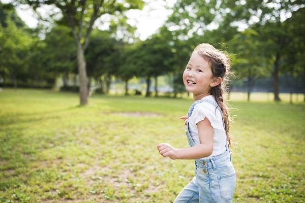 【実習などに役立つ!】保育園で楽しめるしっぽ取りゲームとは?ルールや遊び、アレンジの仕方