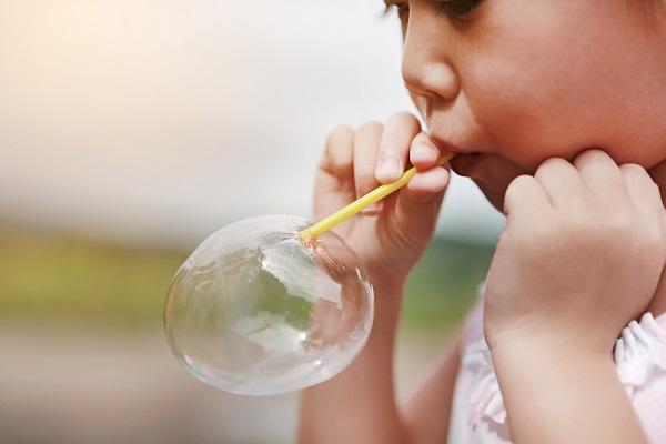 【実習や入職後にやってみよう!】バブルアートとは?ペットボトルを使った作り方やアレンジの仕方