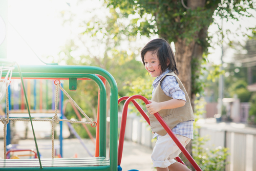 保育士の職場としての「認可保育園」って?給与とメリット・デメリット解説