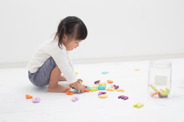 1歳児の室内遊び。保育で役立つゲームや運動遊びのアイディア