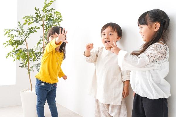 保育園で楽しめるじゃんけん遊び。ねらいや導入方法、指導案の書き方など