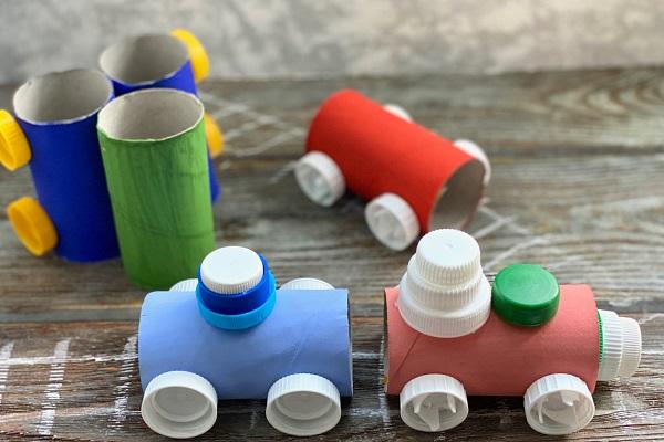 ペットボトルキャップを使ってできる工作アイデア。保育園で子どもが楽しめる簡単な作り方