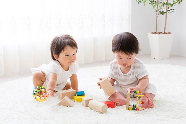 保育園で作れる1歳児向けの手作りおもちゃ。フェルトやボタンなどの簡単アイデア