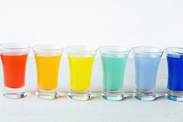 カラフルな色水の画像